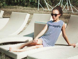 plážové šaty pro boubelky