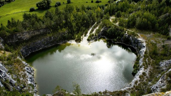 Nejkrásnější jezera v Česku, kde se vykoupete podobně jako v moři