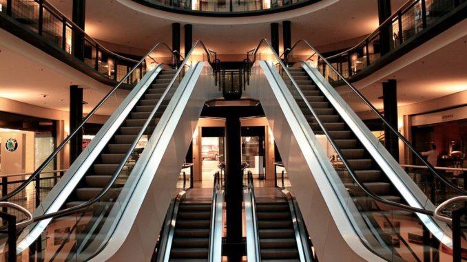 Prodělávají obchodní centra i nákupní třídy