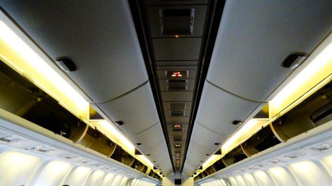Na co si dát pozor při cestování letadlem? Problémy mohou dělat nejen tekutiny